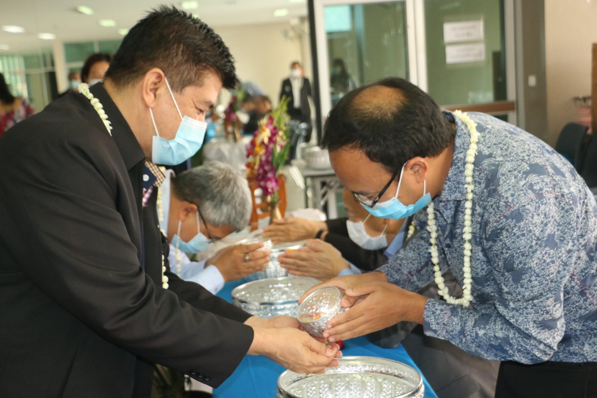 โครงการรดน้ำขอพร ประเพณีสงกรานต์ ประจำปี 2564